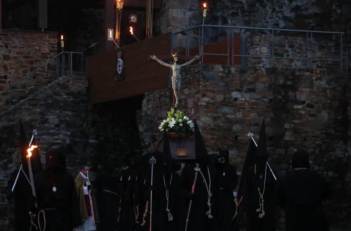 Via Crucis Ponferrada Castillo de los Templarios foto Luis de la Mata